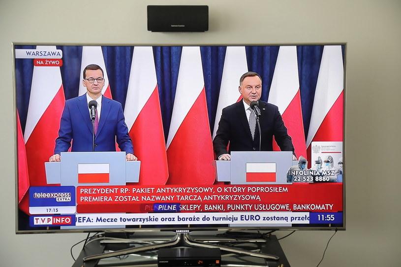 Prezydent Andrzej Duda (P) i premier Mateusz Morawiecki (L) podczas konferencji prasowej /PAP