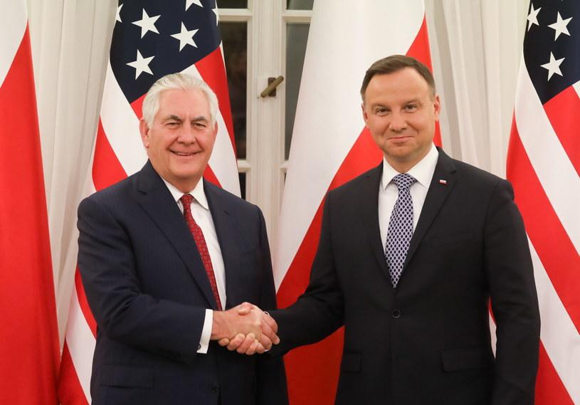 Prezydent Andrzej Duda (P) i sekretarz stanu Stanów Zjednoczonych Rex Tillerson (L) przed spotkaniem /Paweł Supernak /PAP