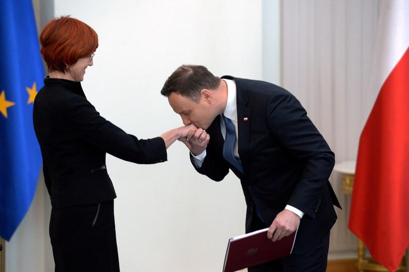 """Prezydent Andrzej Duda po podpisaniu ustawy wprowadzającej świadczenie """"500 plus"""" /Jacek Turczyk /PAP"""
