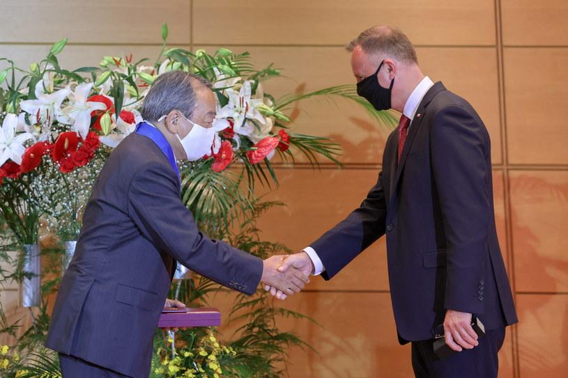 Prezydent Andrzej Duda podczas ceremonii wręczenia odznaczenia Takeshiemu Uchiyamadzie /Jakub Szymczuk / KPRP /PAP