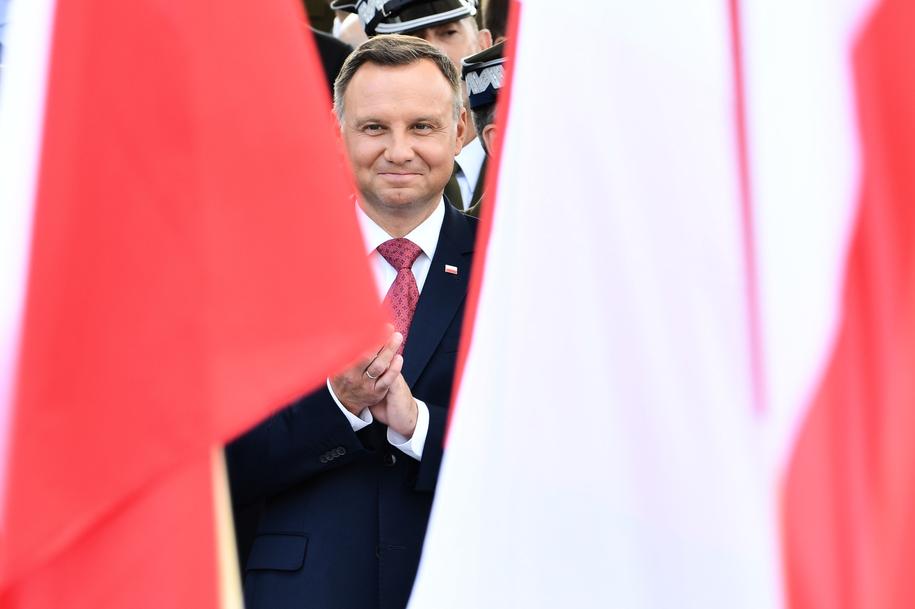 Prezydent Andrzej Duda podczas Defilady Niepodległości na Wisłostradzie /PAP /PAP