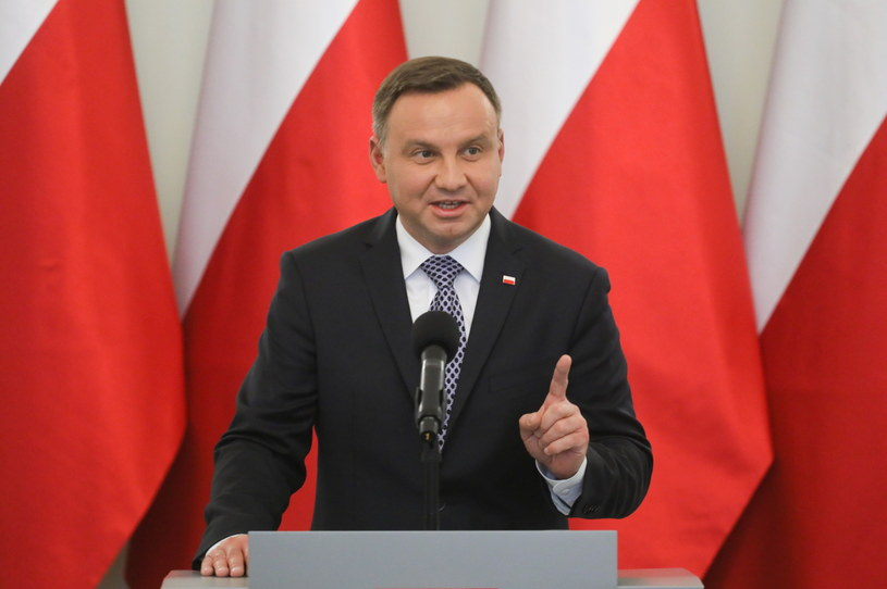 Prezydent Andrzej Duda podczas konferencji prasowej po spotkaniu z przedstawicielami klubów w Pałacu Prezydenckim /Paweł Supernak /PAP