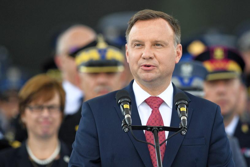 Prezydent Andrzej Duda podczas obchodów Święta Policji na placu Piłsudskiego w Warszawie /Radek Pietruszka /PAP