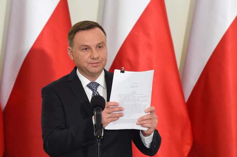 Prezydent Andrzej Duda podczas ogłaszania założeń swoich ustaw /Radek Pietruszka /PAP