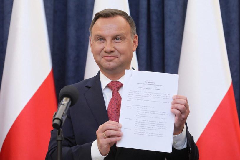 Prezydent Andrzej Duda podczas oświadczenia nt. referendum konsultacyjnego dotyczącego konstytucji /Paweł Suparnak /PAP