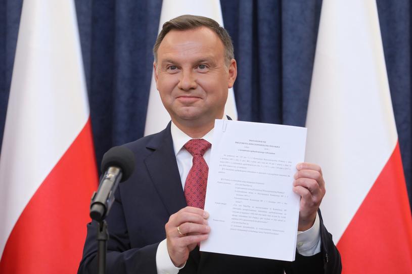Prezydent Andrzej Duda podczas oświadczenia nt. referendum konsultacyjnego dotyczącego konstytucji /Paweł Supernak /PAP