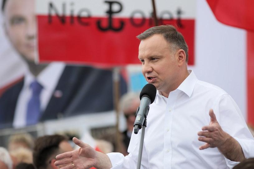 Prezydent Andrzej Duda podczas spotkania z mieszkańcami w Serocku /Leszek Szymański /PAP