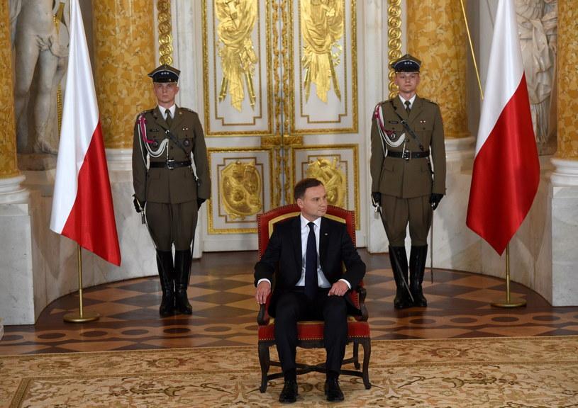Prezydent Andrzej Duda podczas uroczystości na Zamku Królewskim /Radek Pietruszka /PAP