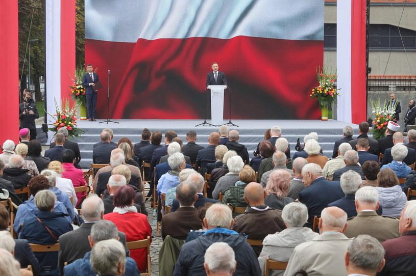 Prezydent Andrzej Duda podczas uroczystości otwarcia Muzeum Pamięci Sybiru w Białymstoku / Artur Reszko    /PAP