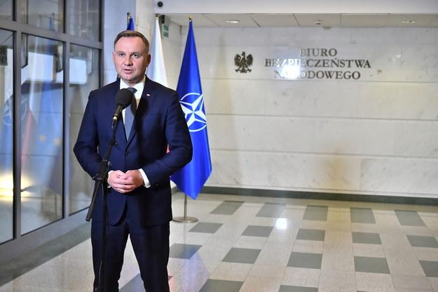 Prezydent Andrzej Duda podczas wypowiedzi dla mediów w Biurze Bezpieczeństwa Narodowego w Warszawie /Andrzej Lange /PAP
