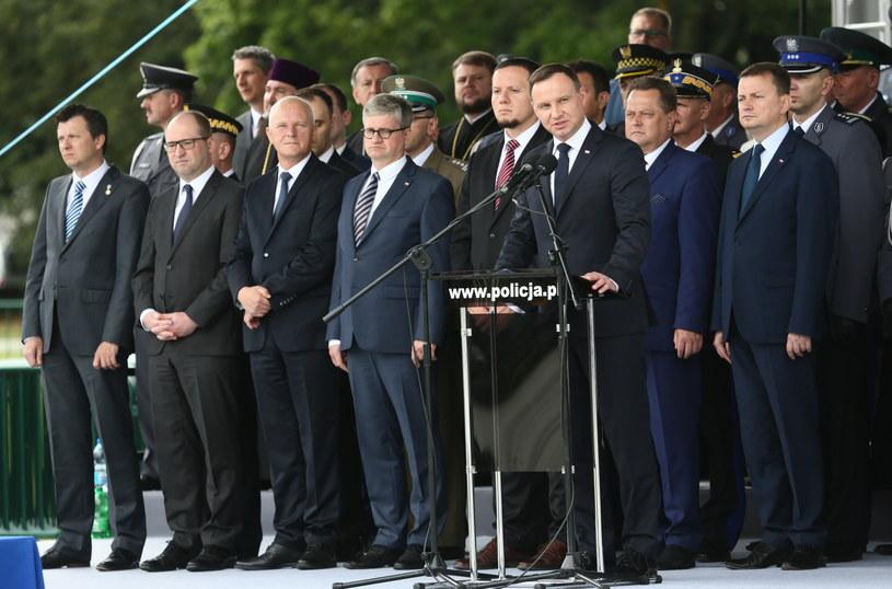 Prezydent Andrzej Duda przemawia na uroczystości ślubowania policjantów z Komendy Stołecznej Policji /PAP