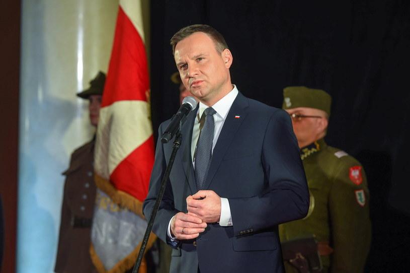 Prezydent Andrzej Duda przemawia podczas premiery filmu /Stach Leszczyński /PAP