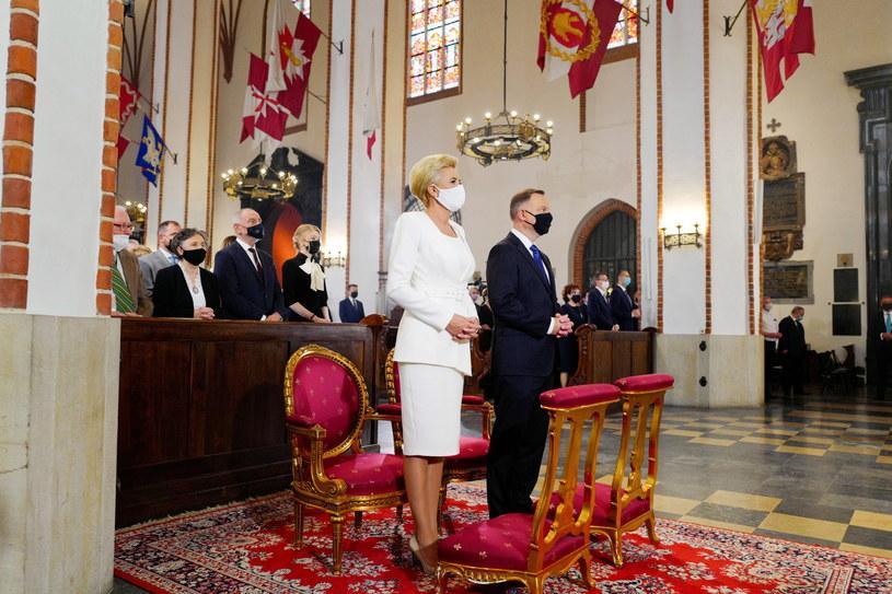 Prezydent Andrzej Duda wraz z małżonką na mszy św. po zaprzysiężeniu. /Mateusz Marek /PAP