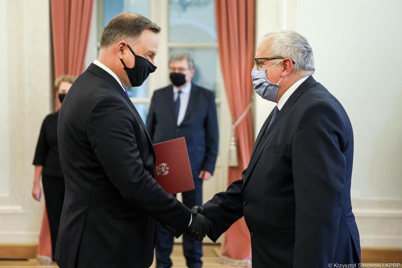 Prezydent Andrzej Duda wręczył akt powołania członkowi zarządu NBP Adamowi Lipińskiemu. Fot. Kancelaria Prezydenta RP /Informacja prasowa