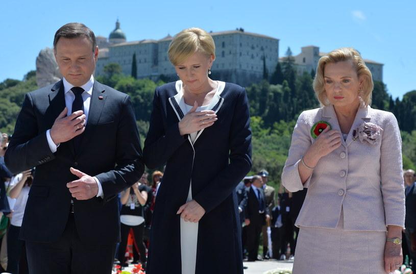 Prezydent Andrzej Duda z żoną Agatą i senator PiS Anna Maria Anders  podczas uroczystości upamiętniających 72. rocznicę zakończenia bitwy o Monte Cassino /Jacek Turczyk /PAP