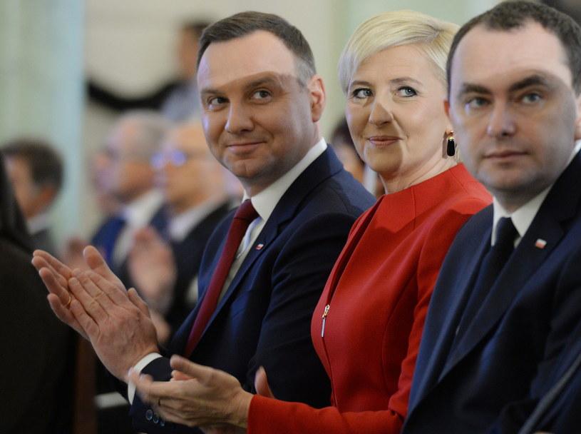 Prezydent Andrzej Duda z żoną Agatą Kornhauser-Dudą oraz szef Gabinetu Prezydenta RP Adam Kwiatkowski /Jacek Turczyk /PAP