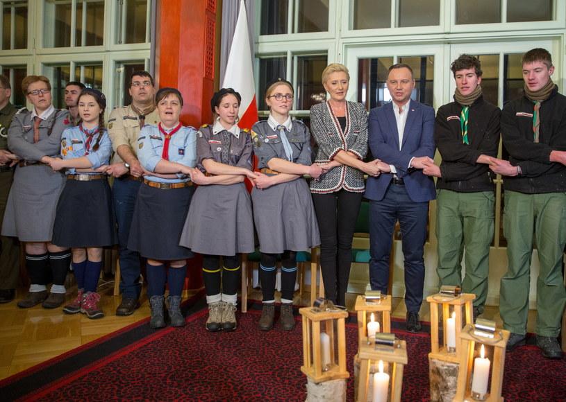 Prezydent Andrzej Duda z żoną podczas spotkania z harcerzami /Andrzej  Grygiel /PAP