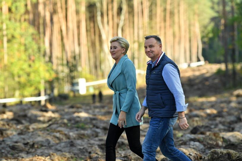 Prezydent Andrzej Duda z żoną w czasie akcji #sadziMY /PAP/Grzegorz Michałowski /PAP