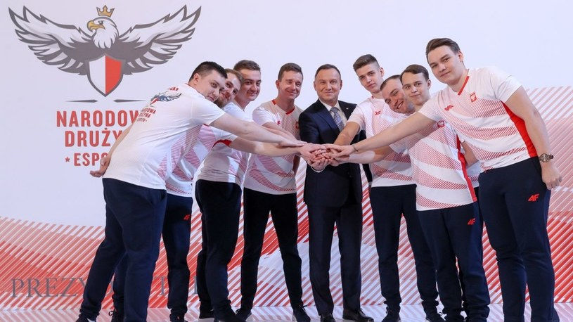 Prezydent Andrzej Duda zaprezentował Narodową Drużynę Esportu! /Geekweek