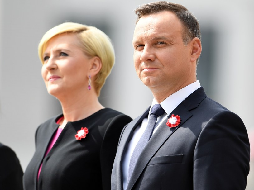 Prezydent Andrzej Duda - zdaniem ankietowanych - godnie reprezentuje Polskę /Maciej Gillert /East News