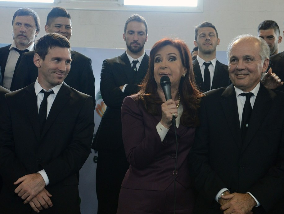 Prezydent Argentyny i Lionel Messi /ARGENTINIAN PRESIDENCY / HANDOUT /PAP/EPA