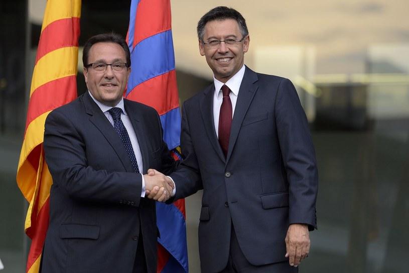 Prezydent Barcelony Josep Bartomeu (po prawej) z członkiem zarządu Ramonem Adellem /AFP