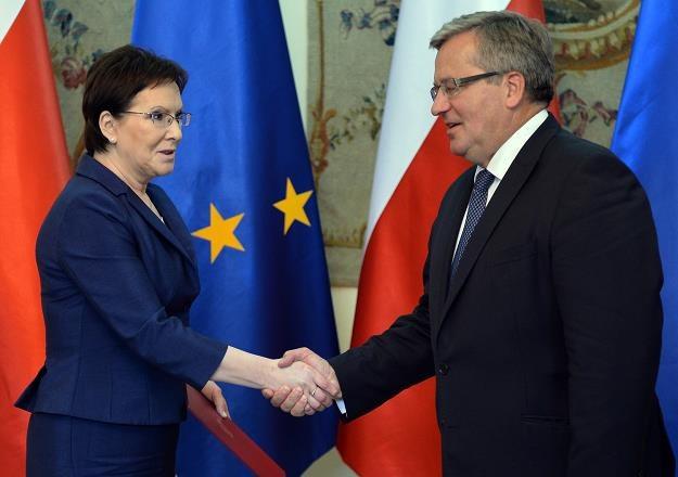 Prezydent Bronisław Komorowski (P)i premier  Ewa Kopacz /AFP