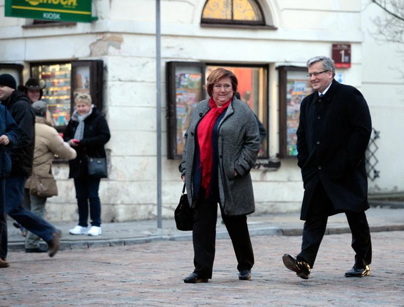 Prezydent Bronisław Komorowski (P) wraz żoną Anną (C) /Jacek Turczyk /PAP