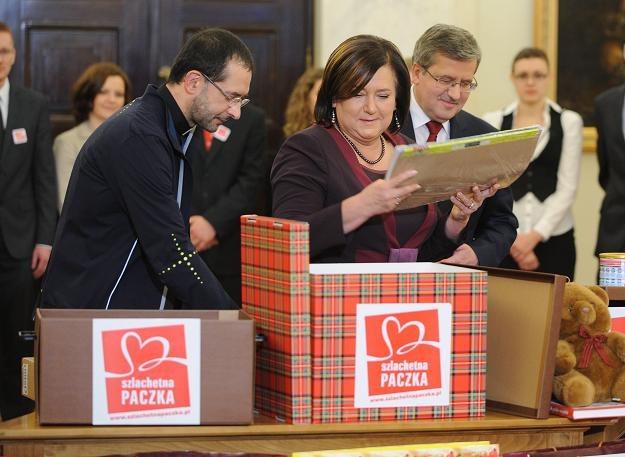 Prezydent Bronisław Komorowski (P) z małżonką Anną (C) / fot. Jacek Turczyk /PAP