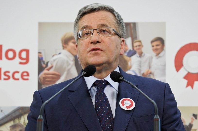 Prezydent Bronisław Komorowski podczas konferencji prasowej w biurze sztabu wyborczego /Marcin Obara /PAP
