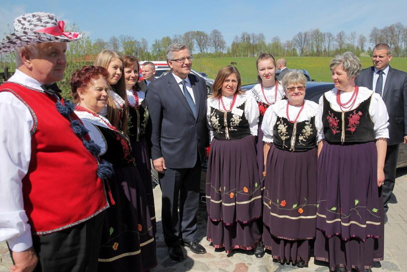 Prezydent Bronisław Komorowski pozuje do pamiątkowych zdjęć /Tomasz Murański  /PAP