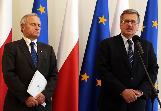 Prezydent Bronisław Komorowski (z prawej) i szef BBN Stanisław Koziej. Warszawa, 12 września /PAP