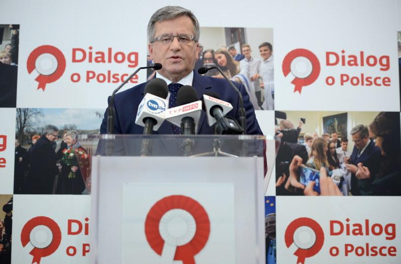 Prezydent Bronisław Komorowski zdecydowanie prowadzi w sondażach CBOS /Jacek Turczyk  (PAP) /PAP