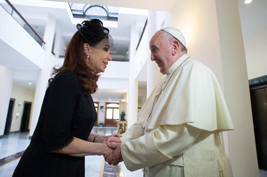 Prezydent Cristina Fernandez i papież Franciszek //L'OSSERVATORE ROMANO PRESS OFFICE/HANDOUT /PAP/EPA