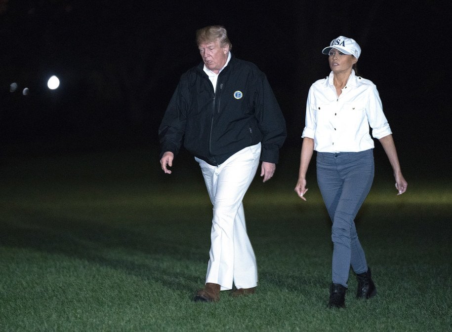 Prezydent Donald Trump z żoną Melanią Trump /CHRIS KLEPONIS / POOL /PAP/EPA