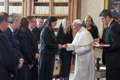 Prezydent Duda na audiencji u papieża. Razem z nim żona i córka