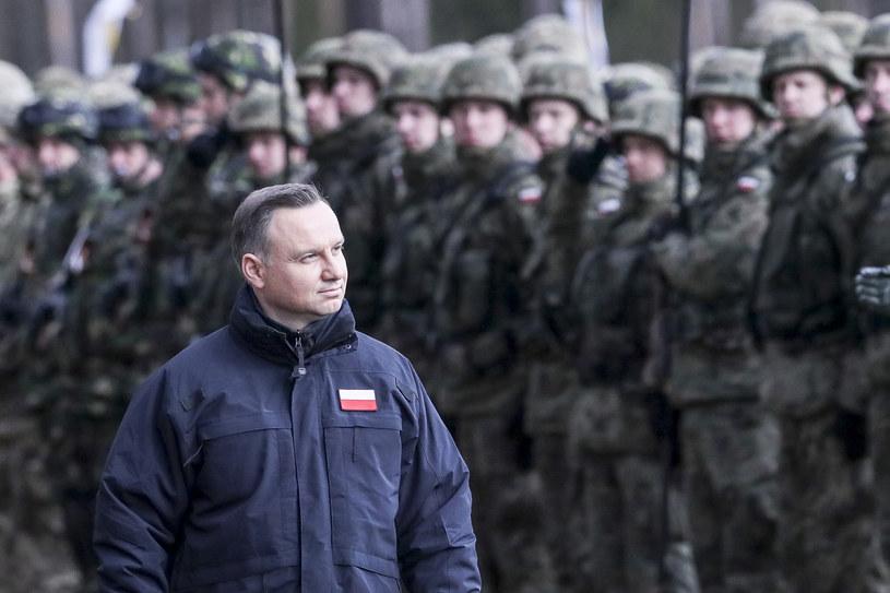Prezydent Duda w towarzystwie żołnierzy, zdj. ilustracyjne /Andrzej Iwańczuk /Reporter