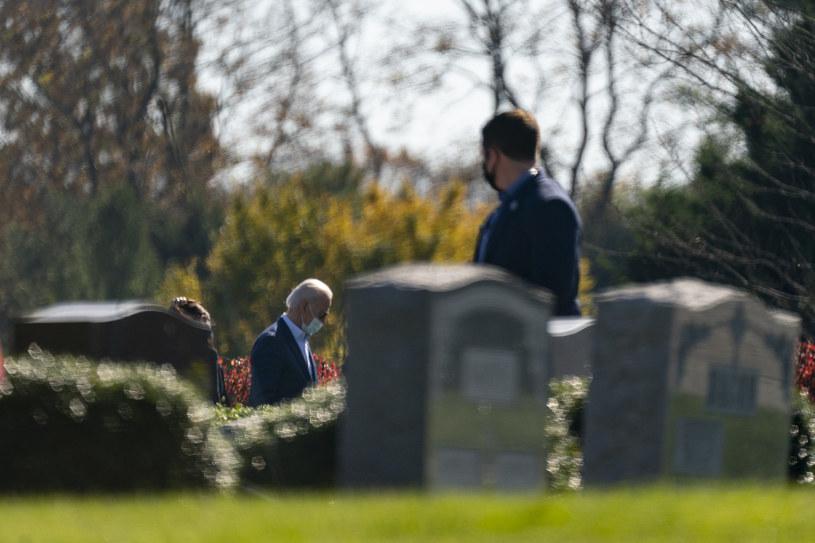 Prezydent elekt w niedzielę na cmentarzu /AP/Associated Press /East News