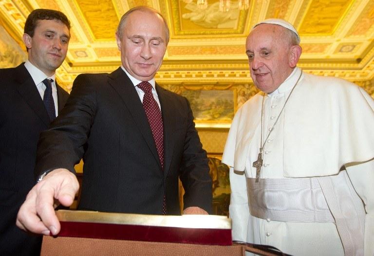 Prezydent Federacji Rosyjskiej widział się z papieżem Franciszkiem 25 listopada 2013 roku /AFP
