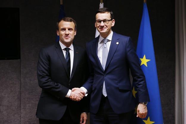 Prezydent Francji Emmanuel Macron (L) i Mateusz Morawiecki. Polski premier ociepli stosunki z UE? /EPA