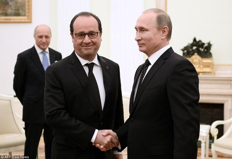 Prezydent Francji Francois Hollande szuka sojuszników do walki z Państwem Islamskim. Na zdjęciu z Władimirem Putinem /STEPHANE DE SAKUTIN /East News