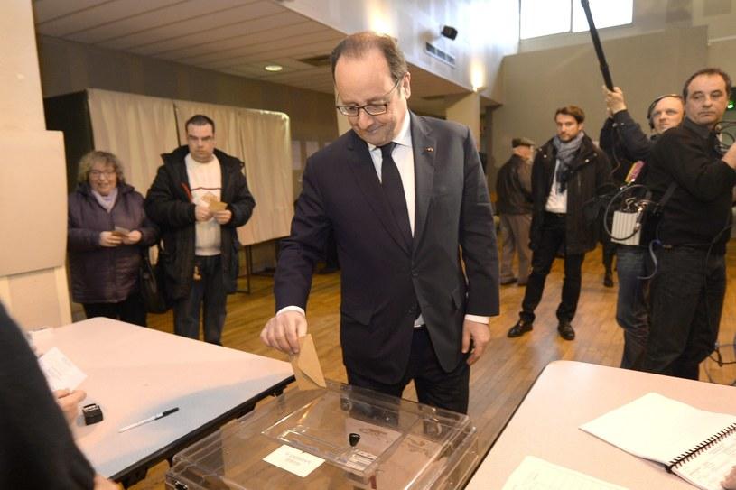 Prezydent Francois Hollande podczas głosowania /PAP/EPA