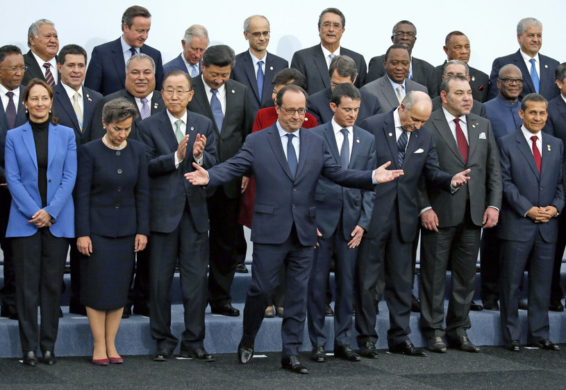 Prezydent Francois Hollande ze światowymi przywódcami /AFP