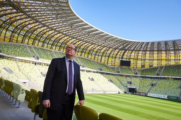 Prezydent Gdańska Paweł Adamowicz podczas konferencji prasowej na stadionie w Gdańsku /PAP