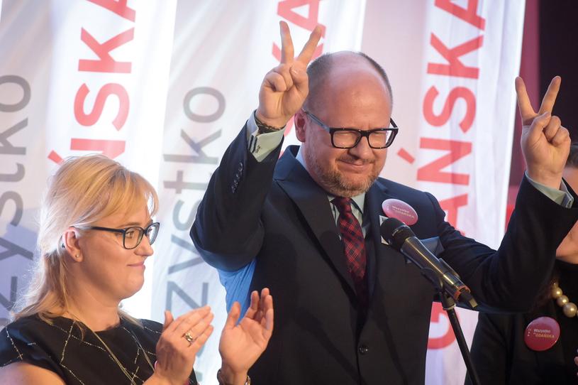 Prezydent Gdańska Paweł Adamowicz podczas wieczoru wyborczego /PAP
