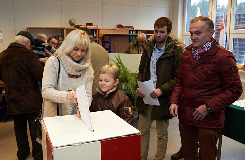 Prezydent Gdyni Wojciech Szczurek z żoną Barbarą i synami /PAP