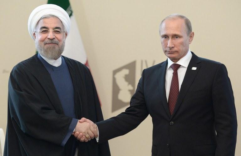 Prezydent Iranu Hassan Rouhani i Władimir Putin /AFP