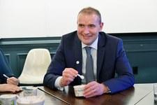 Prezydent Islandii przeprasza za słowa o pizzy hawajskiej.