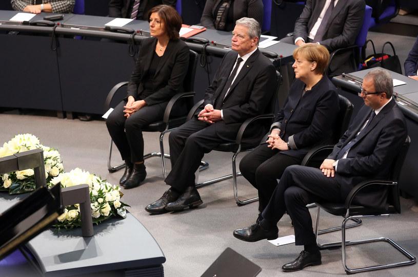 Prezydent Joachim Gauck i kanclerz Angela Merkel w Bundestagu /Adam Berry /AFP