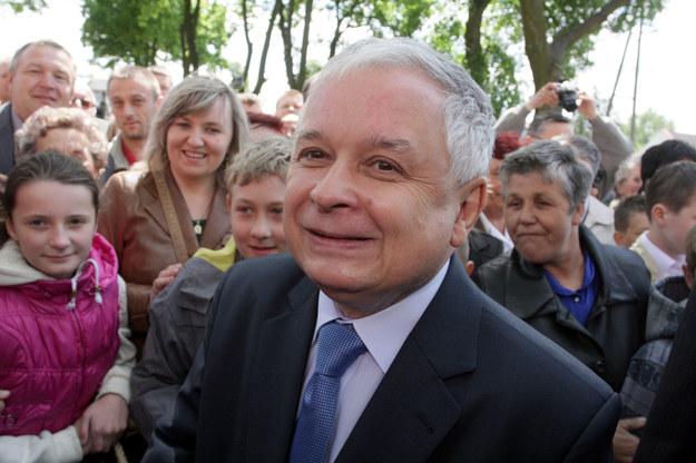 Prezydent Lech Kaczyński podczas wizyty w Koprzywnicy w Świętokrzyskiem, maj 2009 / Piotr Polak    /PAP